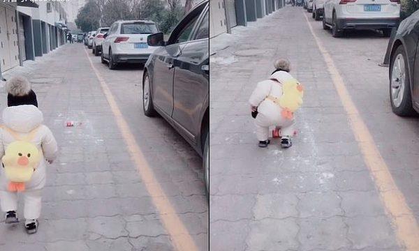 """Shoferi hodhi shishe plastike nga dritarja, vogëlushi e bën """"horë"""" (VIDEO)"""