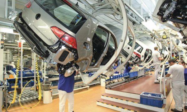 Gjashtë punonjës të Volkswagen akuzohen për mashtrim në lidhje me emetimet e naftës