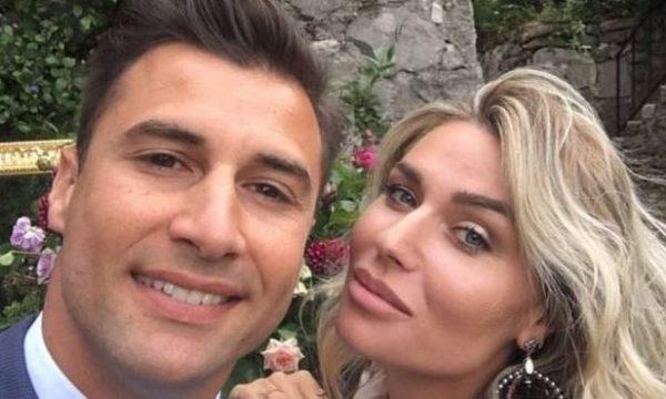 Bashkëshortja e Lorik Canës publikon foton e parë me vajzën e porsalindur
