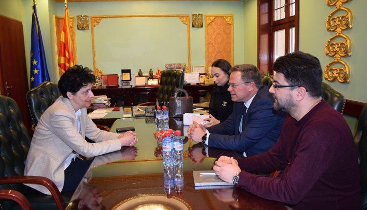 Ministri i Kulturës Hysni ismaili në vizitë pune në Teatrin popullorë maqedonas,Teatrin e Komedisë dhe Teatrin Turk