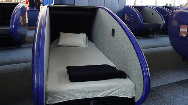 Në Aeroportin e Stambollit filloi shërbimi i kabinës së gjumit (VIDEO)