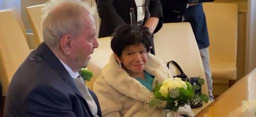 Çifti martohen pas 50 vitesh fejesë, ai 92 vjeç ndërsa ajo 71