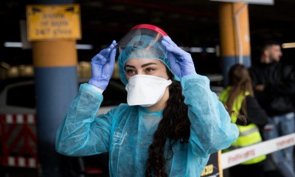 Panik nga koronavirusi, vidhen maskat në Japoni