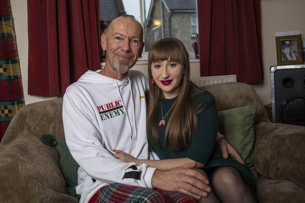 23 vjeçarja e kënaqur me jetën seksuale me partnerin 52 vjeçar