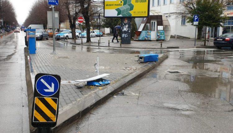Dëmtohen rampat e pikëpagesave në parkingun në qendër të Ohrit