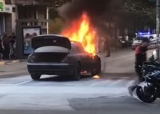 """Digjet """"Benz-i"""" në Lezhë, kapet 19 vjeçari që dyshohet se vuri zjarrin"""