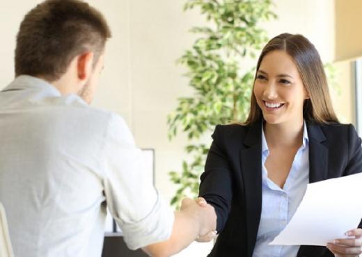 10 truqe psikologjike si të fitoni një intervistë pune