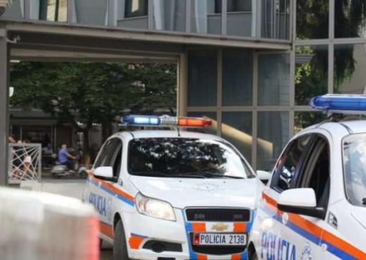 """Tentuan të bënin """"të fortin"""" me policinë, dy të rrinjtë nga Tirana e pësojnë keq"""