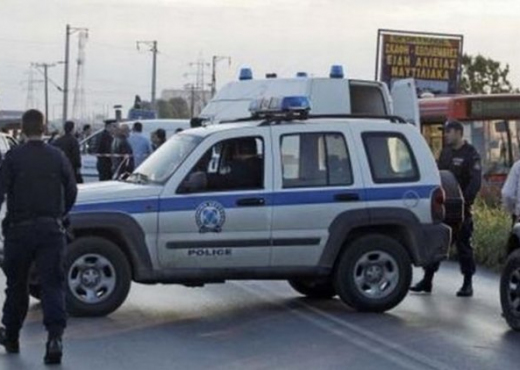 I shisnin pasaporta kriminelëve shqiptarë, kapet grupi i oficerëve në Greqi