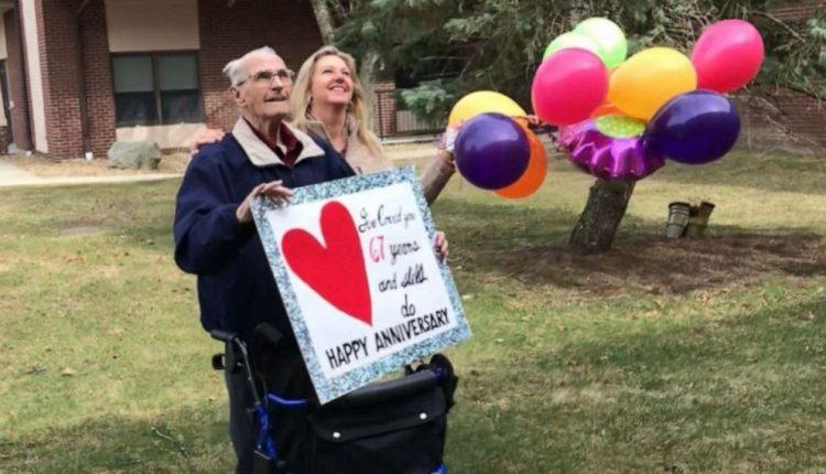 Gjesti emocionues që bën 90-vjeçari për 67-vjetorin e martesës, surprizon gruan e izoluar nga koronavirusi (FOTO)