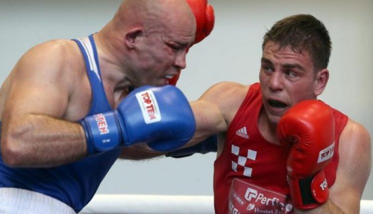 Tre boksier  të prekur nga COVID 19