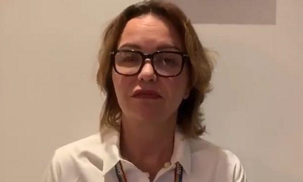 Nëna e Rita Orës në rolin e mjekes: Na ndihmoni edhe neve edhe veten