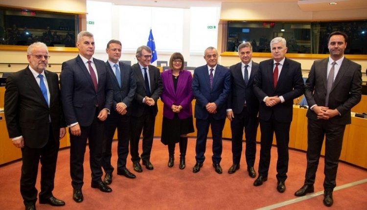 Kryeparlamentarët e Ballkanit Perëndimor kërkojnë lirim nga vendimi i kufizimit të eksportit të pajisjeve mjekësore nga BE-ja