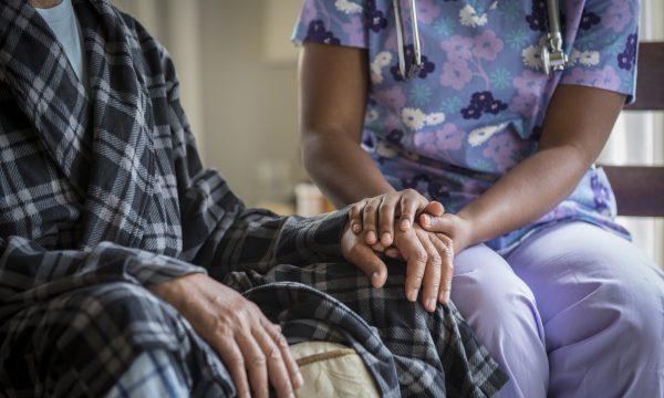 Covid- 19: A janë të rrezikuar vetëm të moshuarit nga ky virus?