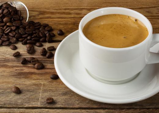 4 shenjat që tregojnë se po pini kafe më shumë seç duhet