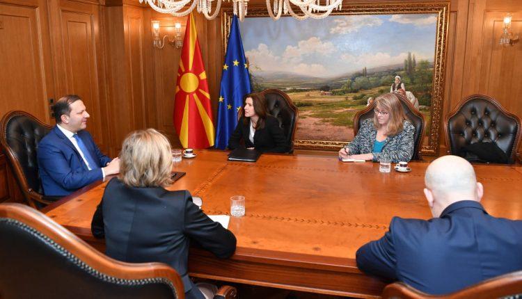 Spasovski – Bërns: Anëtarësimi në NATO dhe vendimi për negociata me BE-në janë mirënjohje për atë që është bërë