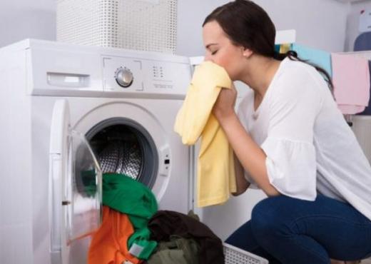 100 ml uthull në lavatriçe për të bërë mrekulli me rrobat tuaja