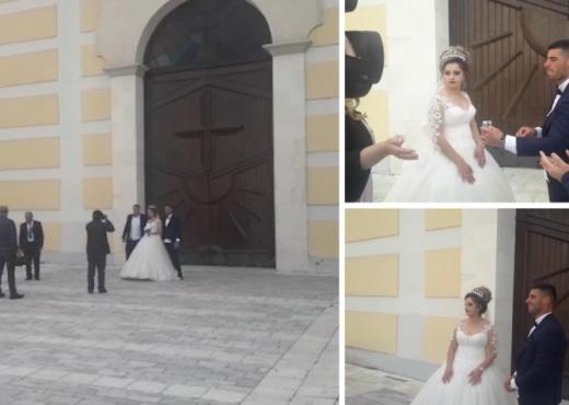 Koronavirusi nuk mund të ndalë çiftin në Shkodër, kurorëzojnë dashurinë para kishës së mbyllur (VIDEO)
