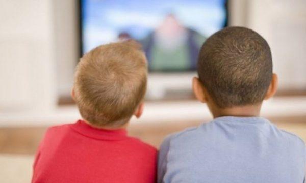 Si të ndihmoni fëmijën tuaj ose vetveten nëse belbëzoni
