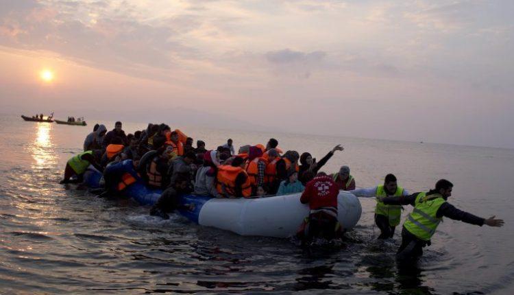 Rojet bregdetare shpëtojnë dhjetëra migrantë në Lesbos të Greqisë