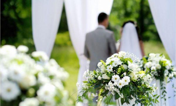 Në këtë shtet lejohen dasmat në kohë të koronavirusit, por dhëndri nuk duhet ta puthë nusen