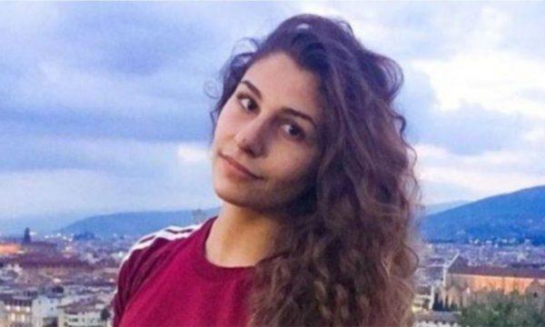 Vrau me thikë babën e dhunshëm, gjykata e lë të lirë 20-vjeçaren