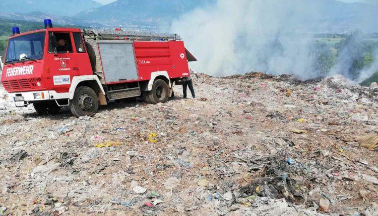 Zjarr në deponinë e qytetit në Dibër