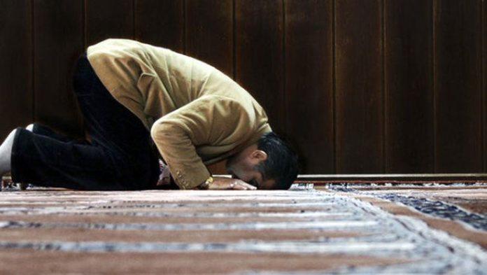 """Kisha bëhet """"xhami"""" për myslimanët që s'kanë ku të falen në Gjermani"""