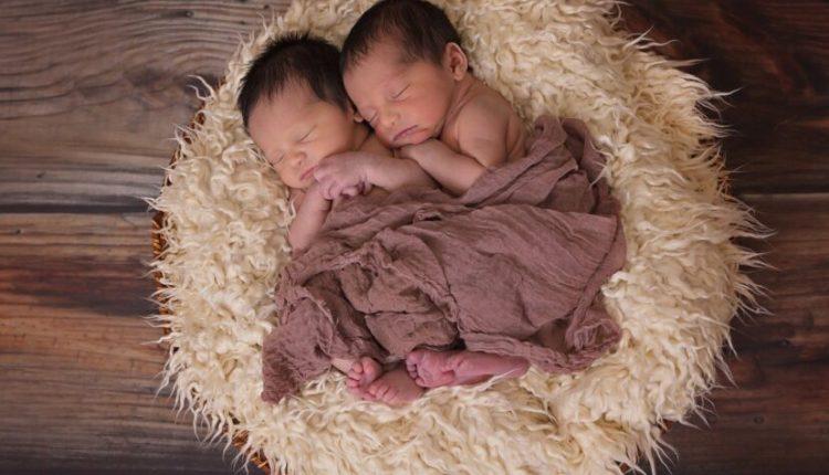 Burri u shokua kur e kuptoi që binjakët e sapolindur të gruas kanë dy baballarë