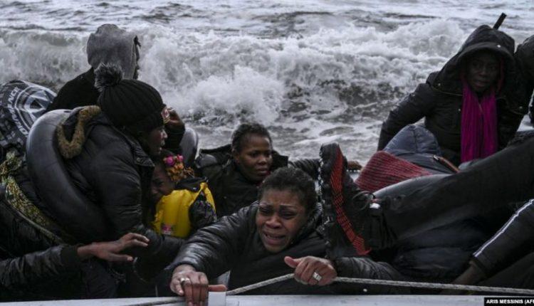 Greqia shtyn masën e izolimit në kampet e migrantëve