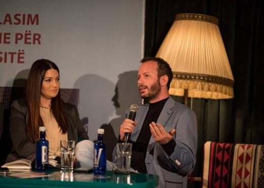 Befason gazetari i njohur shqiptar: Shkoj tek shtëpitë e të tjerëve dhe bëj ligjin