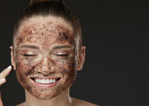 Bën mrekulli, si t'i zëvëndësoni kremrat e shtrejntë të fytyrës me kafe turke