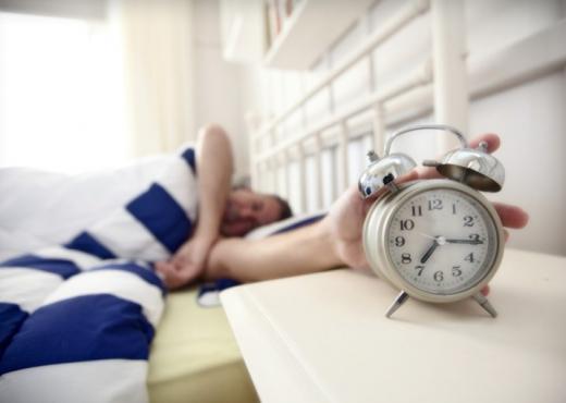 """Zgjimi herët iu mundon? 10 këshilla për të zgjidhur """"problemin"""" e mëngjesit"""