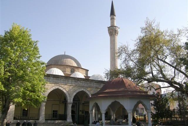 Koronavirusi prek një imam në Kërçovë, mbyllen 8 xhami