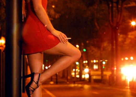 Si i zbulua rrjeti i prostitucionit në Kavajë, masat e sigurisë për 2 pronarët dhe 5 punonjëset e s*ksit