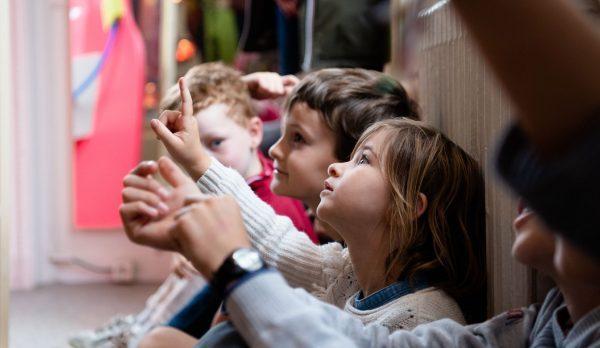 Fëmijët e vegjël mund të jenë transmetuesit kryesorë të COVID-19