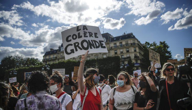 Protesta në Paris për shkak të ministrit Darmanin, i cili është nën hetim për përdhunim