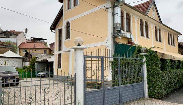 Koronavirusi i mbyll tetë xhami në Kërçovë