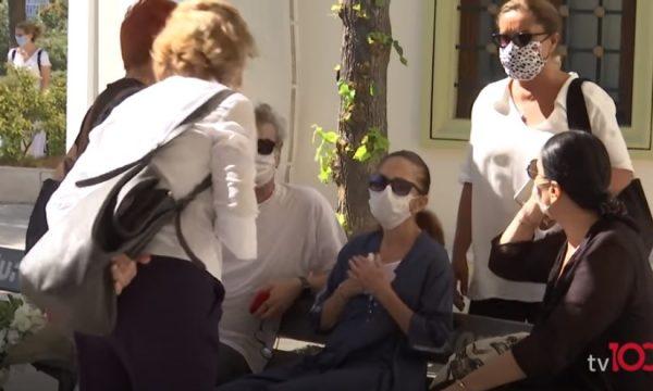 Aktorja e njohur turke e gjen djalin të pajetë në apartament (VIDEO)