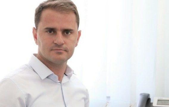 Zyrtari i Komunës së Shtimes vdes nga Covid-19, ishte 34-vjeçar
