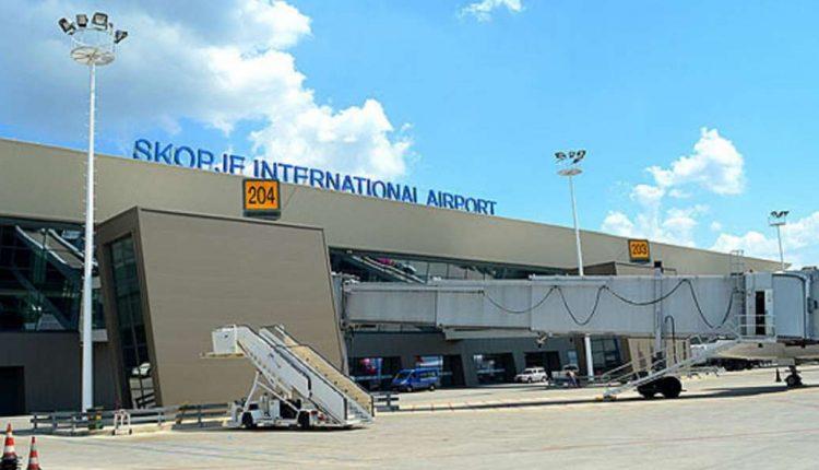 Aeroporti i Shkupit kthen mbrapsht nënën me tre fëmijë, të gjithë me koronavirus