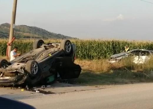 """""""Benzi"""" kokë më kokë me """"Suzukin"""", humb jetën pasagjeri 55 vjeçar"""
