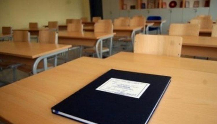 Ministri i Arsimit konfirmon: Klasat e para dhe të dyta kthehen në shkolla më 1 shtator