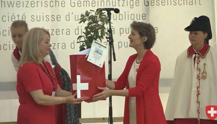 Xhemilja nga Gostivari nderohet nga presidentja zvicerane