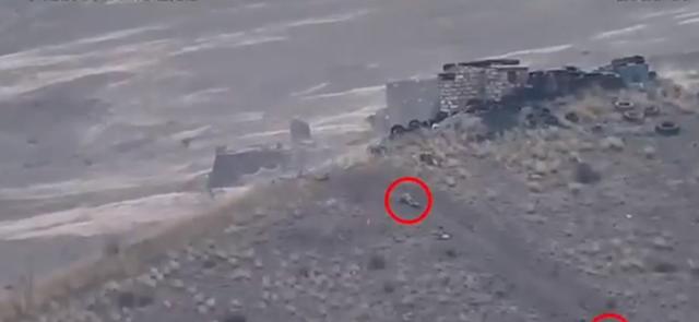 Pamje të tmerrshme: Momenti kur armenët qëllojnë ushtarët e Azerbajxhanit me snajper (VIDEO)