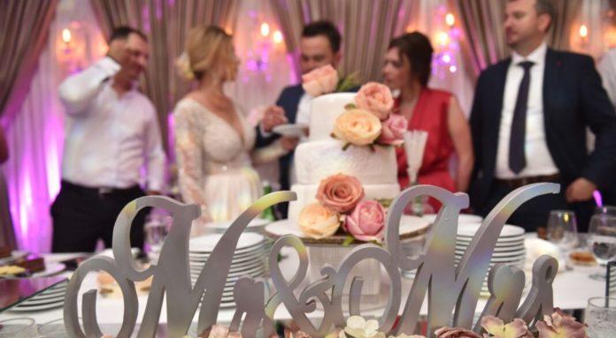 Shkup, nuset bëjnë dasma pa fustan nusërie në restorante, për tu ikur dënimeve të inspektoratit