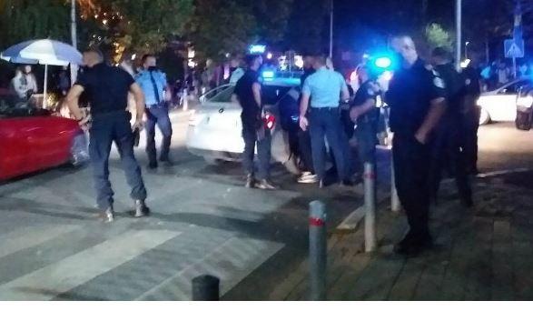 Rrahje mes disa personave në Prishtinë