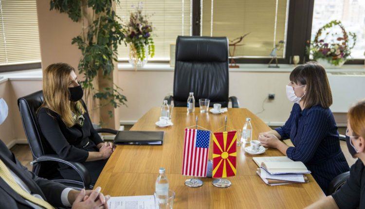 Carovska – Bërnz: SHBA-ja i mbështet reformat në arsim