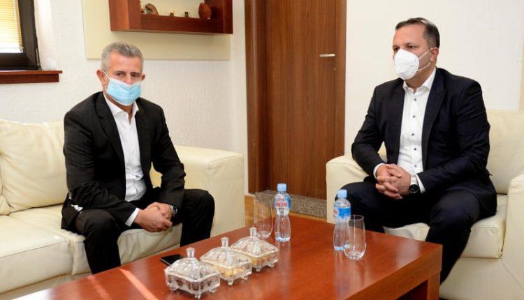 Nazim Bushi pritet nga Oliver Spasovski
