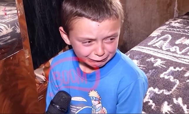 Shqiptarët i ndërtuan shtëpi fëmiut tetëvjeçar, komuna don të ja prishë! (VIDEO)